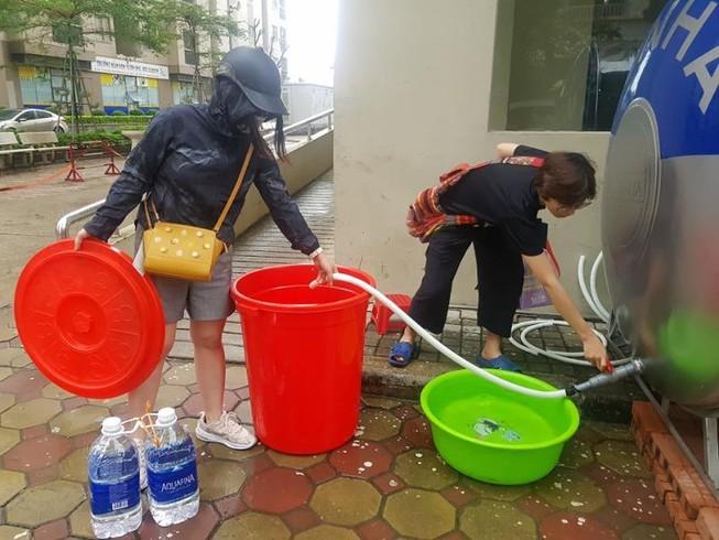 Hà Nội tiếp tục xét nghiệm mẫu nước chung cư